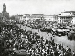 Знаменитый фотограф. «Была коптилка да свеча — теперь лампа Ильича». 95 лет назад. 38