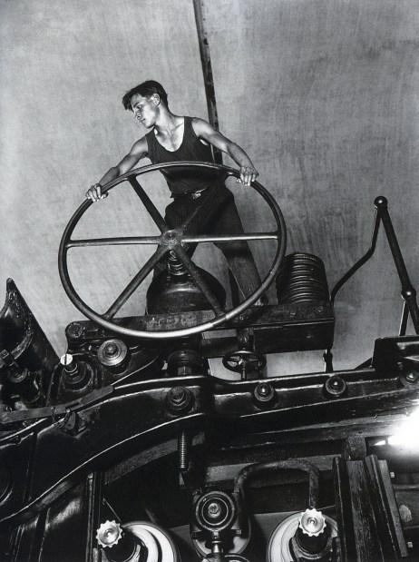 Знаменитый фотограф. «Была коптилка да свеча — теперь лампа Ильича». 95 лет назад. 43