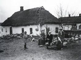 Знаменитый фотограф. «Была коптилка да свеча — теперь лампа Ильича». 95 лет назад. 48