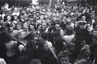 Знаменитый фотограф. «Была коптилка да свеча — теперь лампа Ильича». 95 лет назад. 101