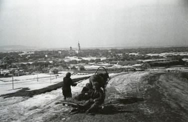 Знаменитый фотограф. «Была коптилка да свеча — теперь лампа Ильича». 95 лет назад. 102