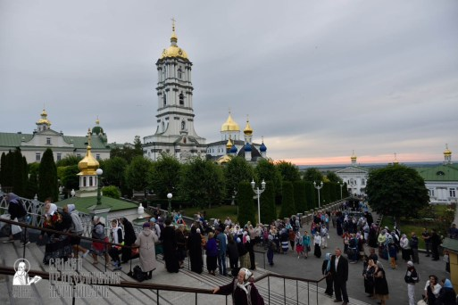 easter_procession_ukraine_pochaev_0007