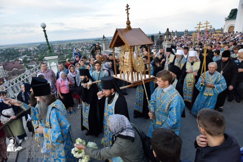 easter_procession_ukraine_pochaev_0044