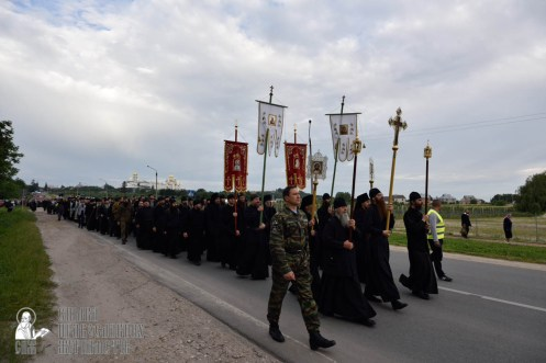 easter_procession_ukraine_pochaev_0115