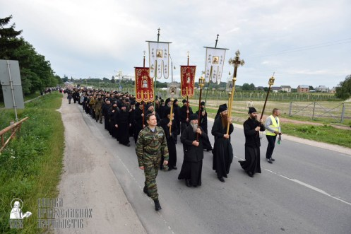 easter_procession_ukraine_pochaev_0118