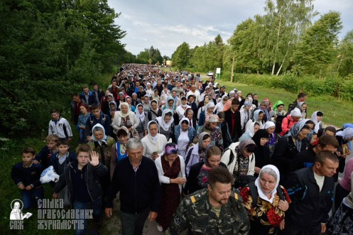 easter_procession_ukraine_pochaev_0193