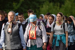 easter_procession_ukraine_pochaev_0303
