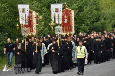 easter_procession_ukraine_pochaev_0317