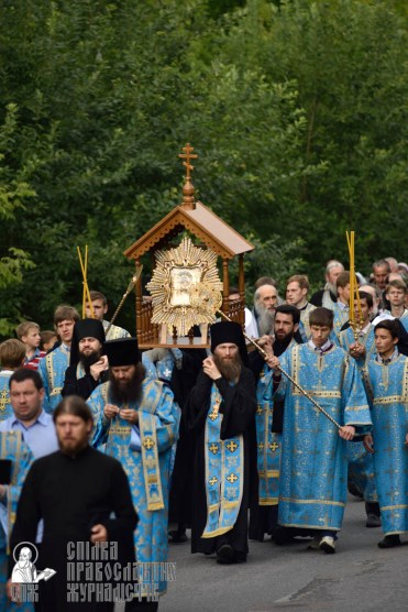 easter_procession_ukraine_pochaev_0319