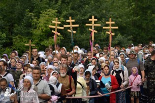 easter_procession_ukraine_pochaev_0323
