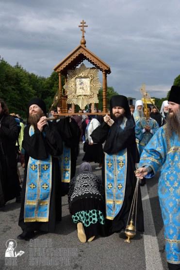 easter_procession_ukraine_pochaev_0363