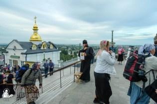 easter_procession_ukraine_pochaev_sr_0045