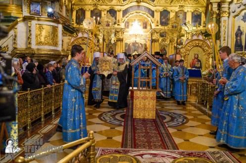 easter_procession_ukraine_pochaev_sr_0061