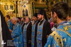 easter_procession_ukraine_pochaev_sr_0066
