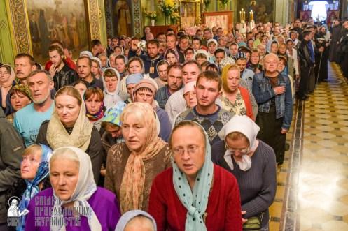 easter_procession_ukraine_pochaev_sr_0072