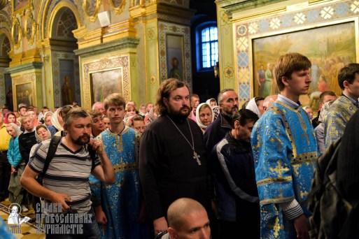 easter_procession_ukraine_pochaev_sr_0084