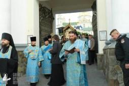 easter_procession_ukraine_pochaev_sr_0105
