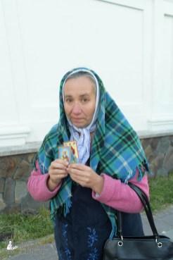 easter_procession_ukraine_pochaev_sr_0107