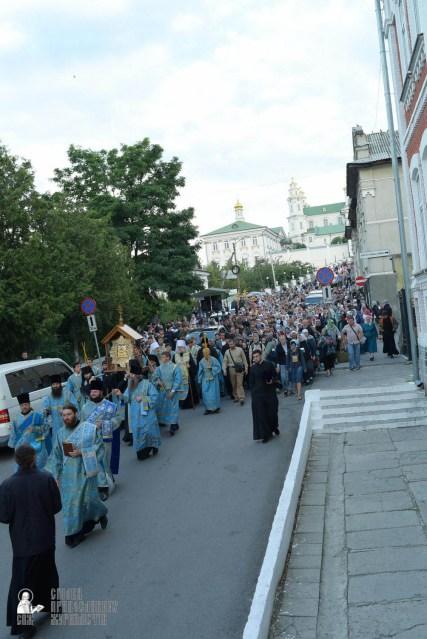 easter_procession_ukraine_pochaev_sr_0112