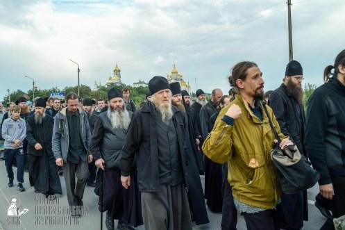 easter_procession_ukraine_pochaev_sr_0137
