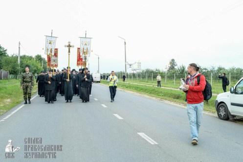 easter_procession_ukraine_pochaev_sr_0156