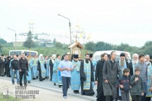 easter_procession_ukraine_pochaev_sr_0164