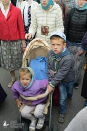 easter_procession_ukraine_pochaev_sr_0197