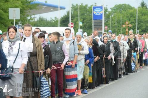 easter_procession_ukraine_pochaev_sr_0201