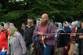easter_procession_ukraine_pochaev_sr_0210