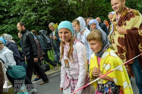 easter_procession_ukraine_pochaev_sr_0235