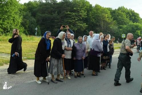 easter_procession_ukraine_pochaev_sr_0243
