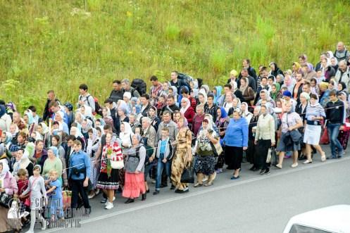 easter_procession_ukraine_pochaev_sr_0294