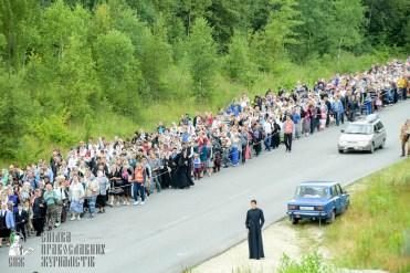 easter_procession_ukraine_pochaev_sr_0298