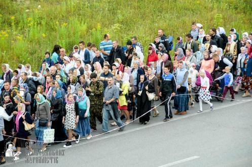easter_procession_ukraine_pochaev_sr_0305
