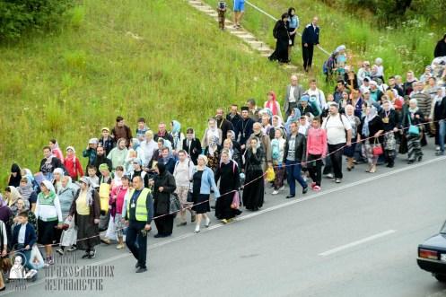 easter_procession_ukraine_pochaev_sr_0317
