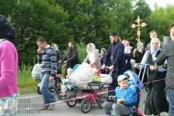 easter_procession_ukraine_pochaev_sr_0325