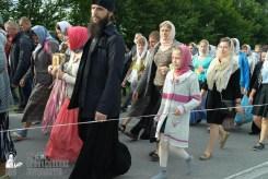 easter_procession_ukraine_pochaev_sr_0328