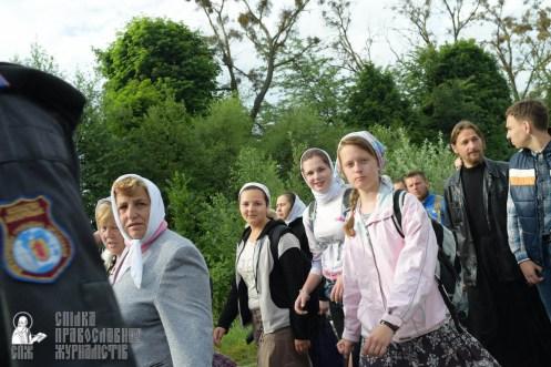 easter_procession_ukraine_pochaev_sr_0346