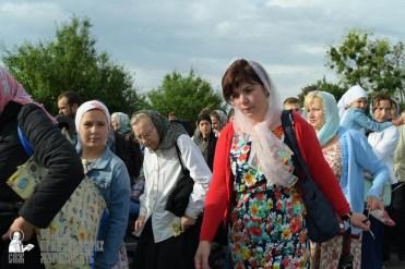easter_procession_ukraine_pochaev_sr_0378