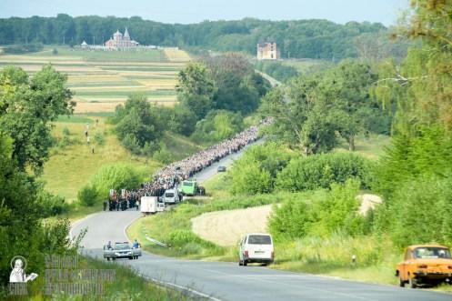 easter_procession_ukraine_pochaev_sr_0433