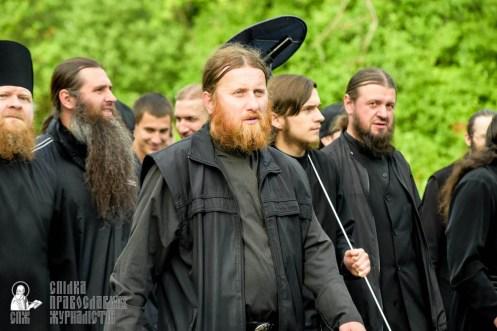 easter_procession_ukraine_pochaev_sr_0458