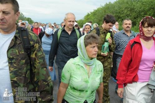 easter_procession_ukraine_pochaev_sr_0549