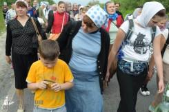 easter_procession_ukraine_pochaev_sr_0550