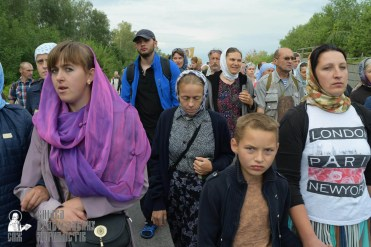 easter_procession_ukraine_pochaev_sr_0570