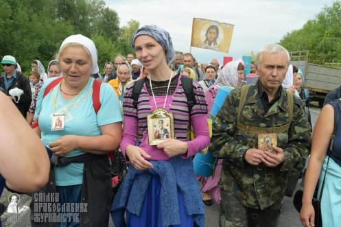 easter_procession_ukraine_pochaev_sr_0580