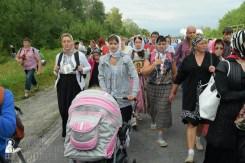 easter_procession_ukraine_pochaev_sr_0600