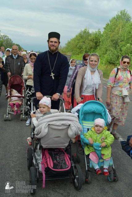 easter_procession_ukraine_pochaev_sr_0655