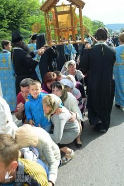 easter_procession_ukraine_pochaev_sr_0713