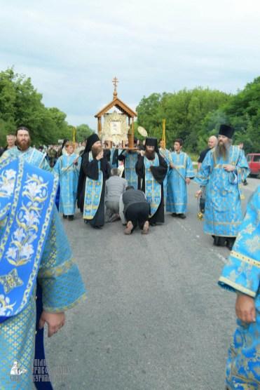 easter_procession_ukraine_pochaev_sr_0733