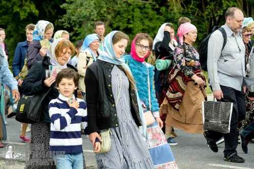 easter_procession_ukraine_pochaev_sr_0791